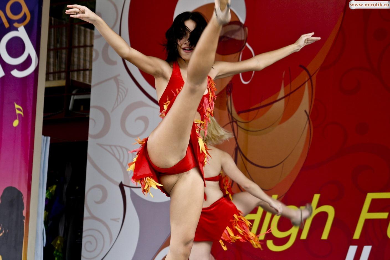 Фото эротика танцы 3 фотография